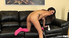 Playing with sex toys is nothing for Gigi Loren as she shows her skills in a solo