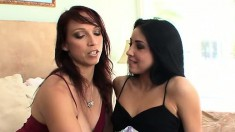 Lola Foxx meets up with an experienced lesbian who shows the joy of dildos and tongues