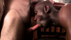 Ripped guys get into a threesome and spit roast a hot fucker