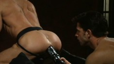 Hunky stud gives his lover's juicy ass the rough treatment it deserves
