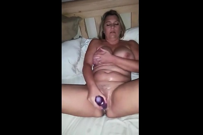 Wet squirting pussys solo girl