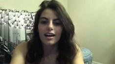 slut foxycleopatraxxx flashing boobs on live webcam
