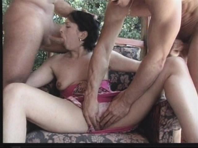 gangbang-reifen-sexfilmen-schwarze-modelle-bikini