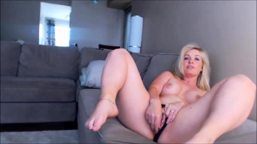 Blonde milf solo porn